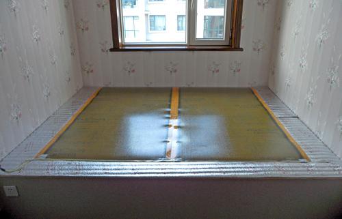 第四, 温控器是用来对整个电热膜系统进行控制,保证是内温度的稳定